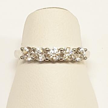 Stříbrný prsten se 5ti zirkony