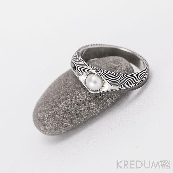 Damasteel prsteň Gracia drevo s perlou, veľ. 47