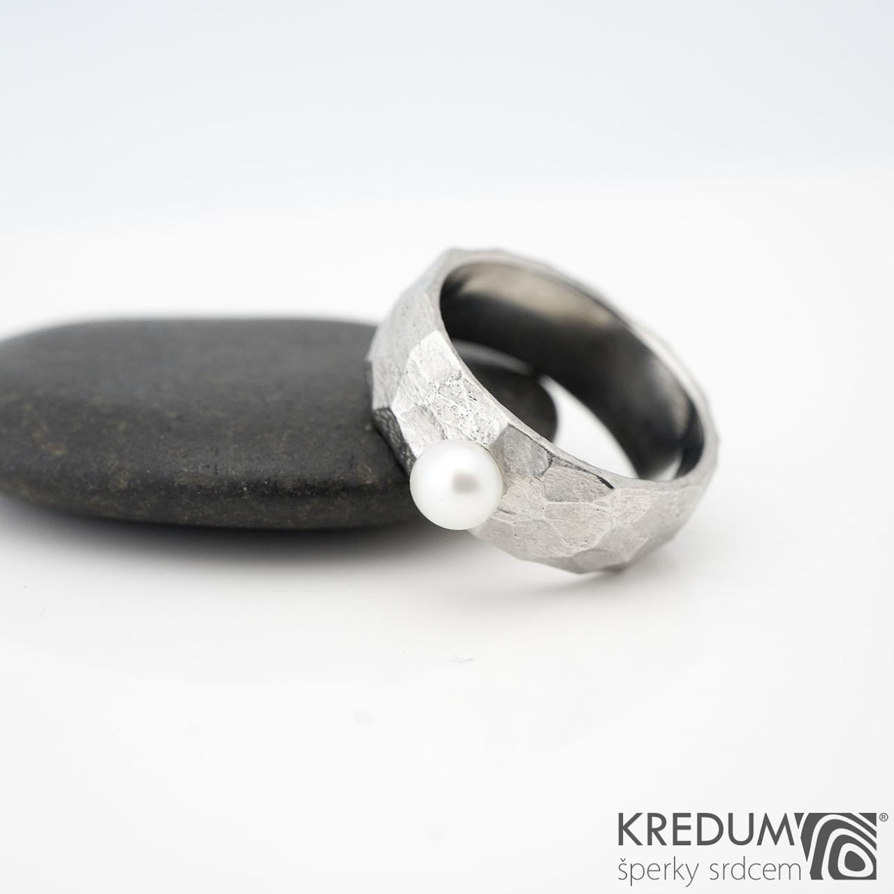 Oceľový prsteň klásky BG s perlou, veľ. 47