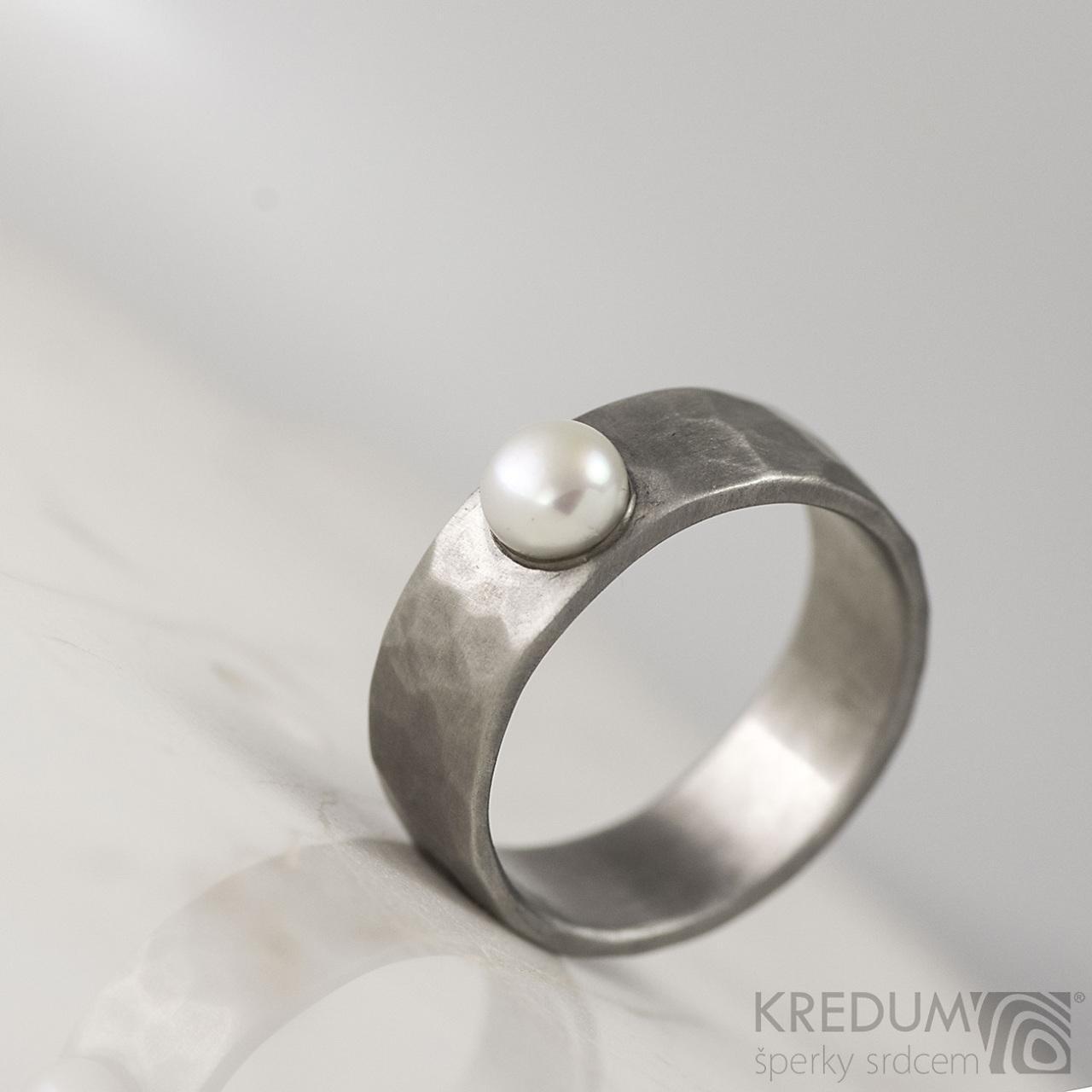 Oceľový prsteň Draill s perlou, veľ. 47