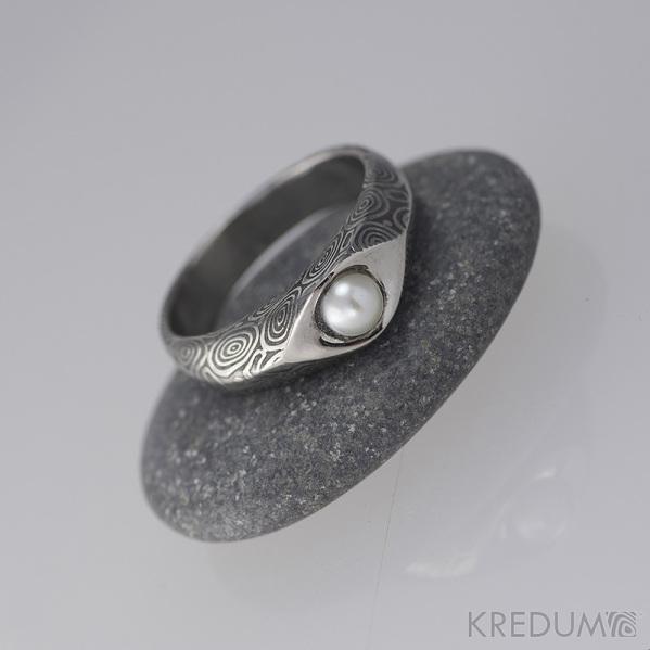 Damasteel prsteň Gracia kolieska s perlou, veľ. 47