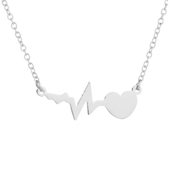 Postriebrený náhrdelník - heart beat