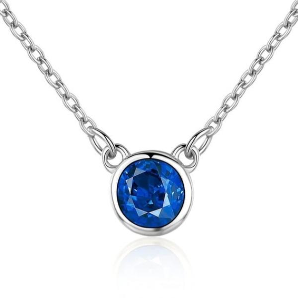 Strieborný náhrdelník s okrúhlym modrým kameňom