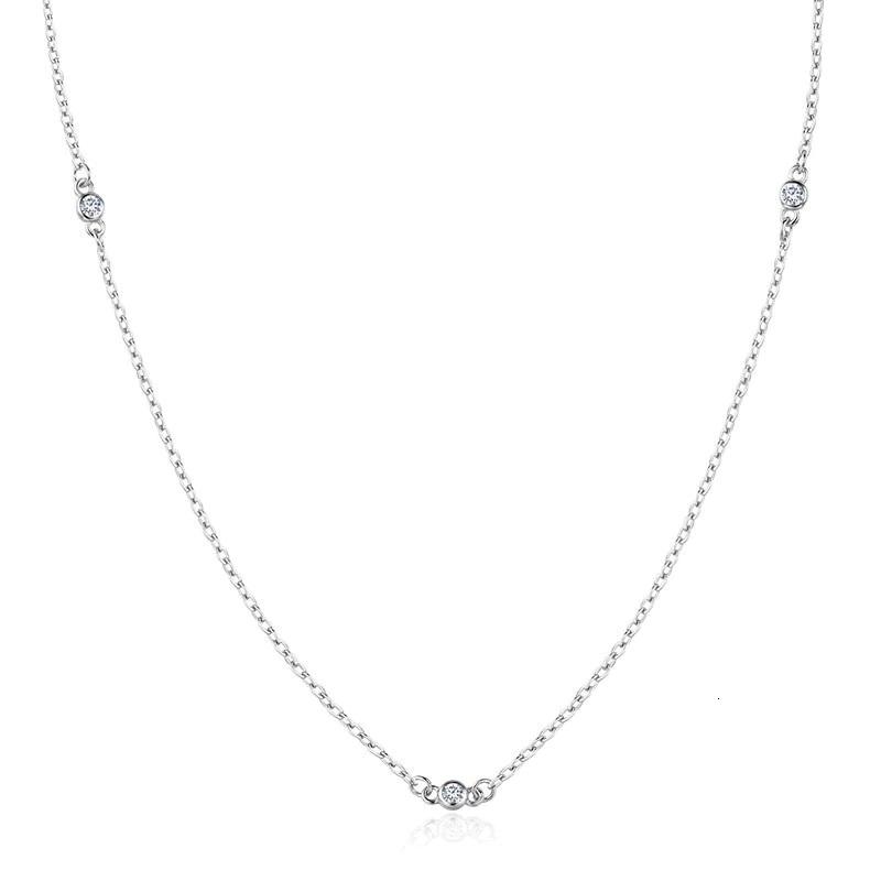 Strieborný náhrdelník s čírymi zirkónmi
