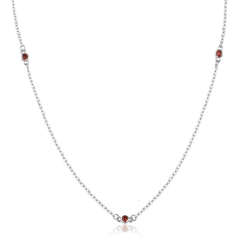Strieborný náhrdelník s červenými zirkónmi