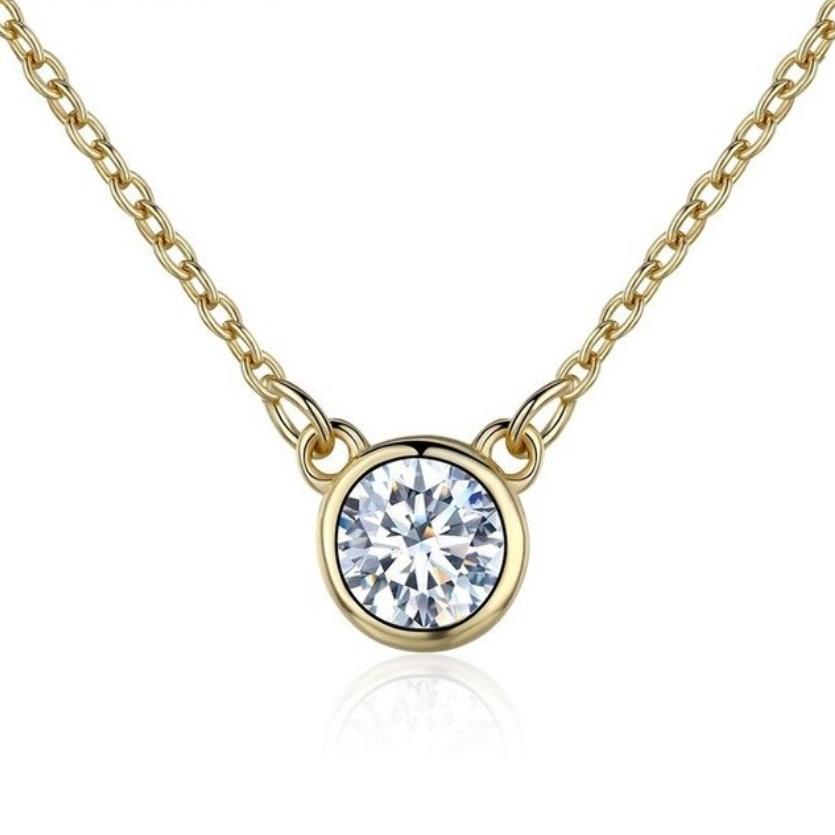 Pozlátený strieborný náhrdelník s okrúhlym čírym kameňom