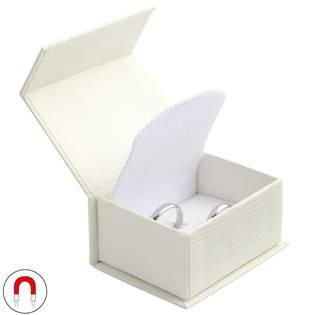 Bílá dárková krabička na snubní prsteny magnetické zavírání