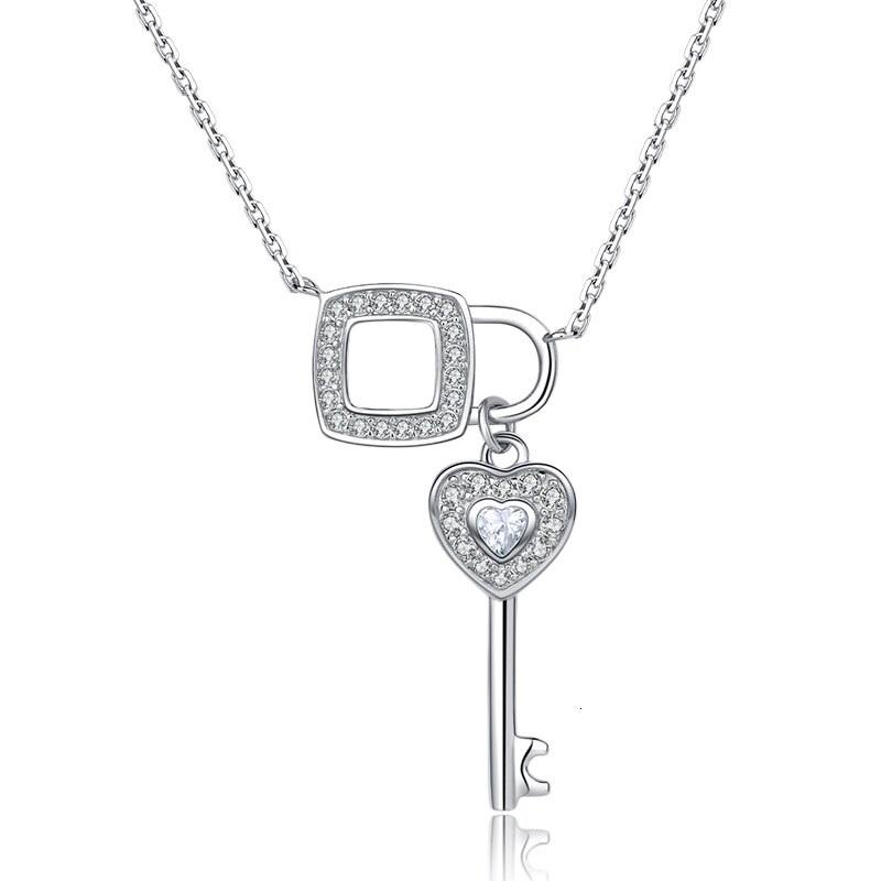 Stříbrný náhrdelník zámeček a klíč AL0077