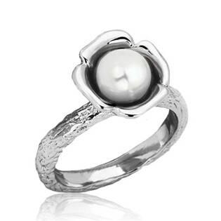 Ocelový prsten s bílou perličkou