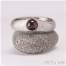 Kovaný Damasteel prsten Královna - přírodní granát