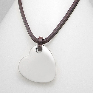 9c65e7876 Kožený náhrdelník s destičkou - srdíčkem   Šperky4U.eu