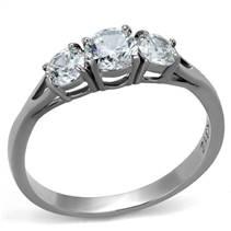 Ocelový prsten se 3mi čirými zirkony