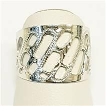 Stříbrný prsten s děrováním