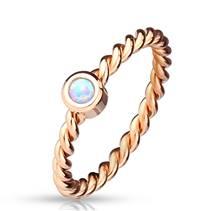 Zlacený ocelový prsten s opálem